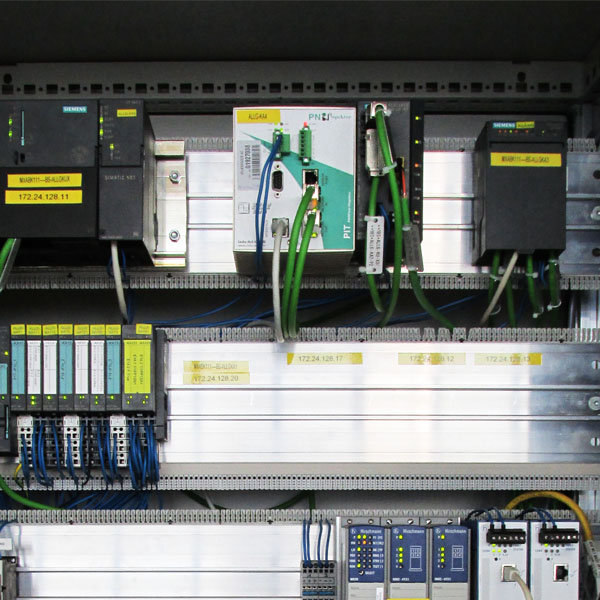 The PROFINET-INspektor® in the electrical cabinet of the battery assembly unit